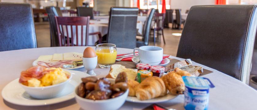 France_LaPlagne_Hotel-Vancouver_Breakfast.jpg